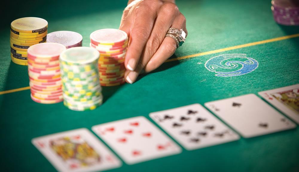 Como funcionam as apostas no poker?